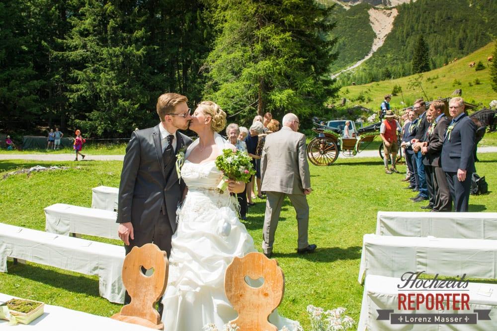 Trauung, Kuss, Unterhofalm, Filzmoos, Hochzeitsfotograf, Wedding Photographer, Lorenz Masser