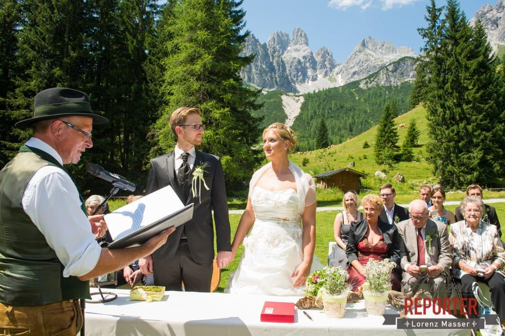 Trauung des Brautpaares, Bischofsmütze, Unterhofalm, Filzmoos, Hochzeitsfotograf, Wedding Photographer, Lorenz Masser