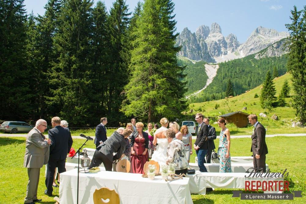 Ende der Trauung, Unterhofalm, Filzmoos, Hochzeitsfotograf, Wedding Photographer, Lorenz Masser