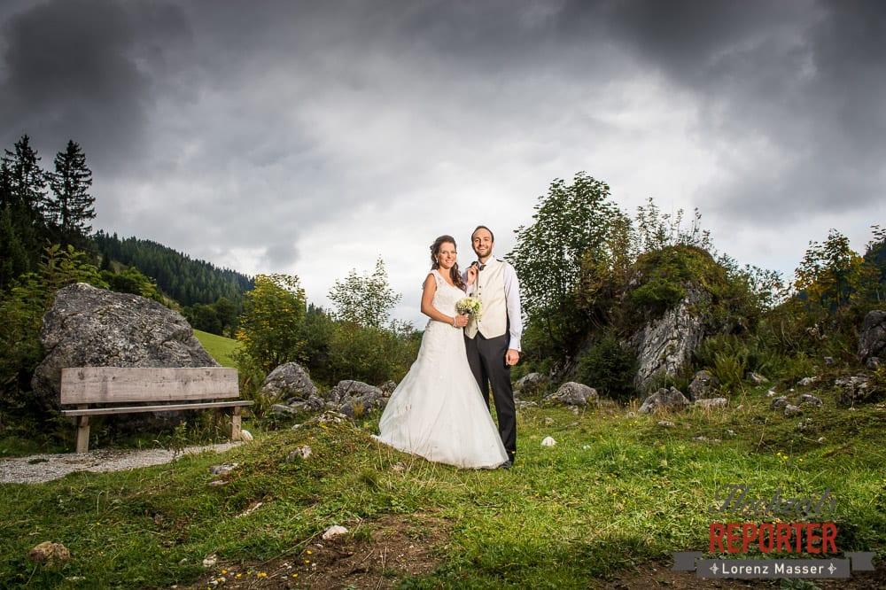 Kreatives Hochzeitsfoto auf der Unterhofalm in Filzmoos, im Salzburger Land