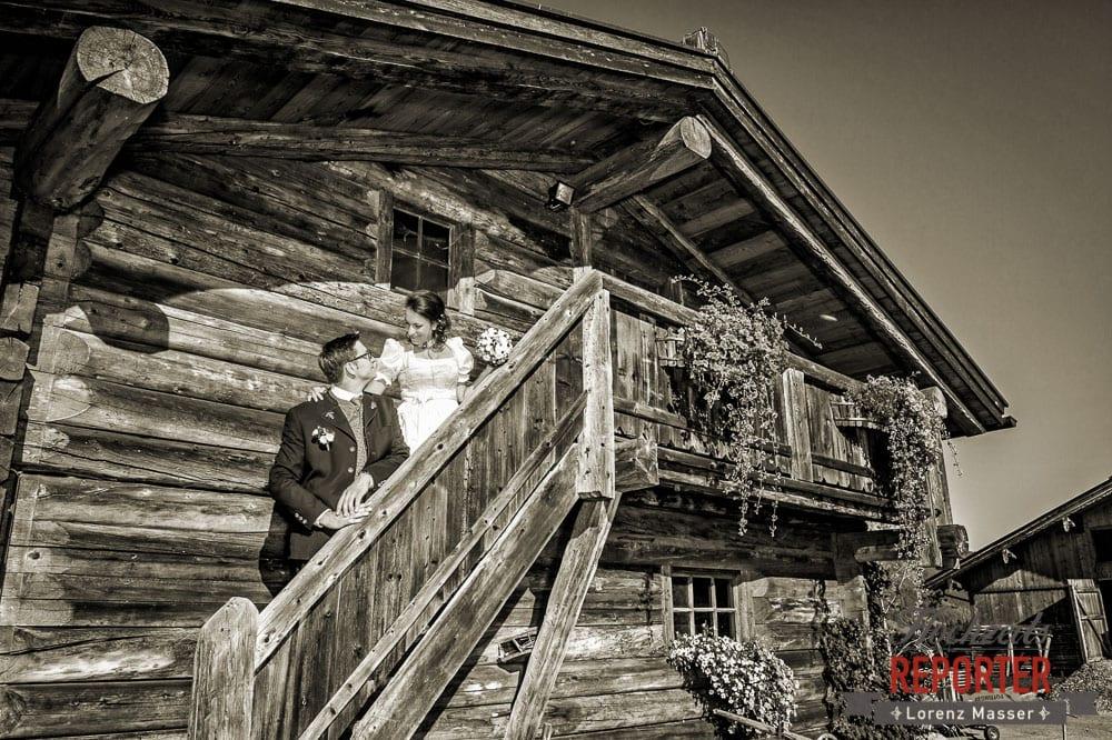 Brautpaar geht Alm hoch, Brautpaar, Portrait, Radstadt, Wedding Photographer, Hochzeit,Hochzeitsfotograf, Land Salzburg, Lorenz Masser