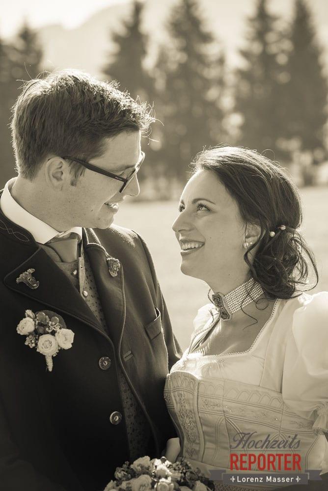 Brautpaar schaut sich in die Augen, Portrait, Radstadt, Wedding Photographer, Hochzeit,Hochzeitsfotograf, Land Salzburg, Lorenz Masser