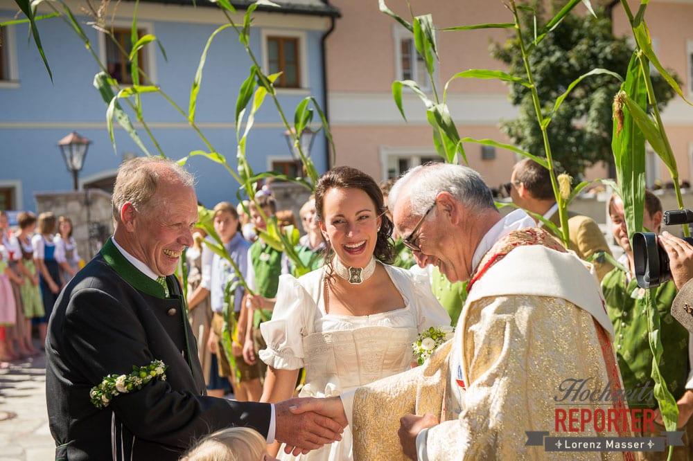Braut mit Vater und Pfarrer, Radstadt, Wedding Photographer, Hochzeit,Hochzeitsfotograf, Land Salzburg, Lorenz Masser