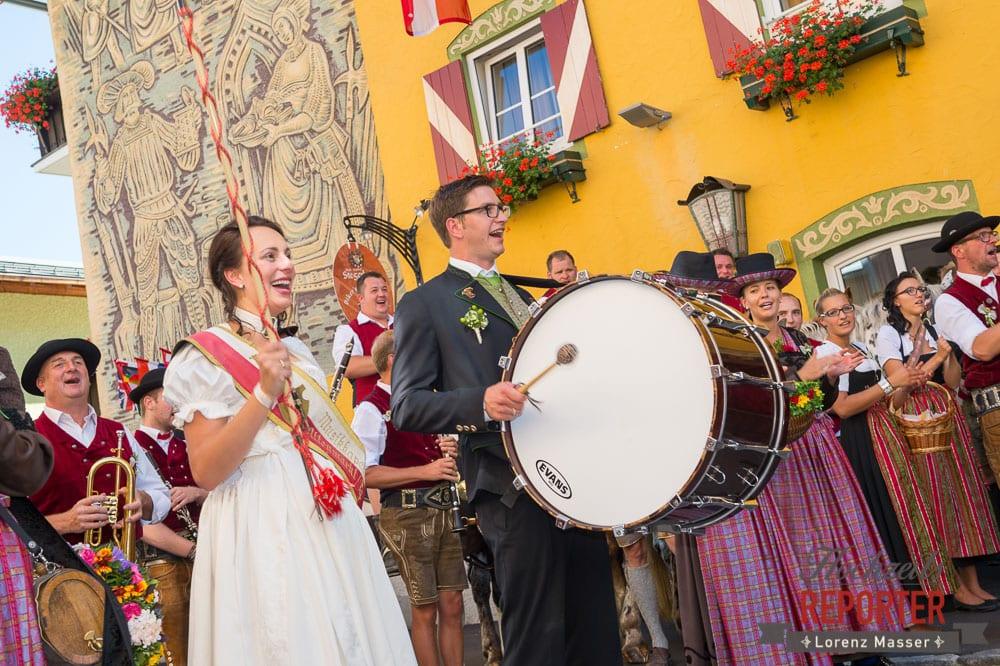 Brautpaar dirigiert die Kapelle, Radstadt, Wedding Photographer, Hochzeit,Hochzeitsfotograf, Land Salzburg, Lorenz Masser