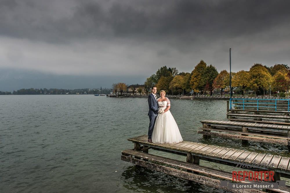 Brautpaar vor See,  Mondsee, Schloss,  Wedding Photographer, Hochzeit,Hochzeitsfotograf, Land Salzburg, Lorenz Masser
