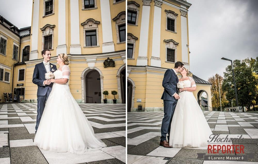 Brautpaar vor Schloss,  Mondsee, Schloss,  Wedding Photographer, Hochzeit,Hochzeitsfotograf, Land Salzburg, Lorenz Masser