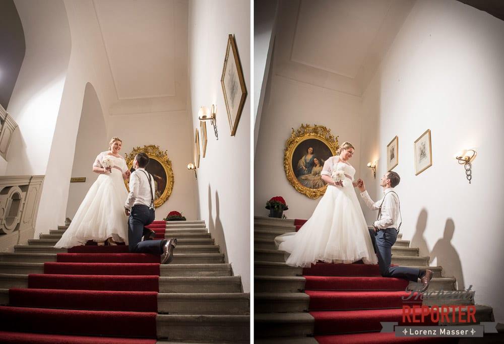 Bräutigam kniet vor Braut auf Treppe des Schlosses,  Mondsee, Schloss,  Wedding Photographer, Hochzeit,Hochzeitsfotograf, Land Salzburg, Lorenz Masser