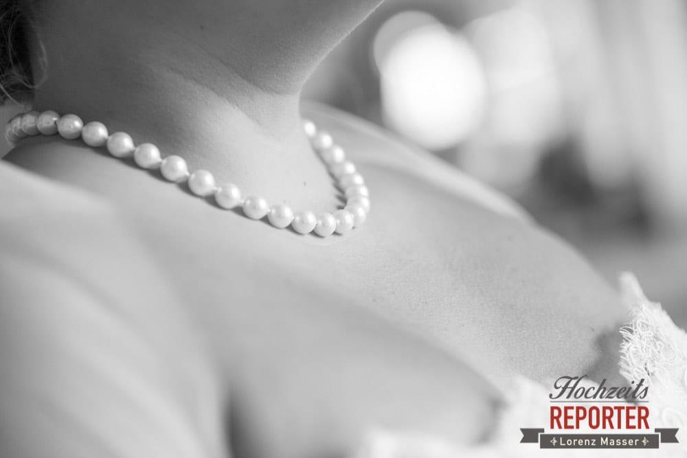 Perlenkette, Detail,  Mondsee, Schloss,  Wedding Photographer, Hochzeit,Hochzeitsfotograf, Land Salzburg, Lorenz Masser