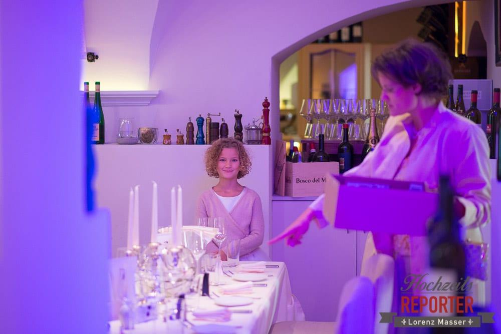 Wein, Kind, Hochzeitsgesellschaft,  Mondsee, Schloss,  Wedding Photographer, Hochzeit,Hochzeitsfotograf, Land Salzburg, Lorenz Masser