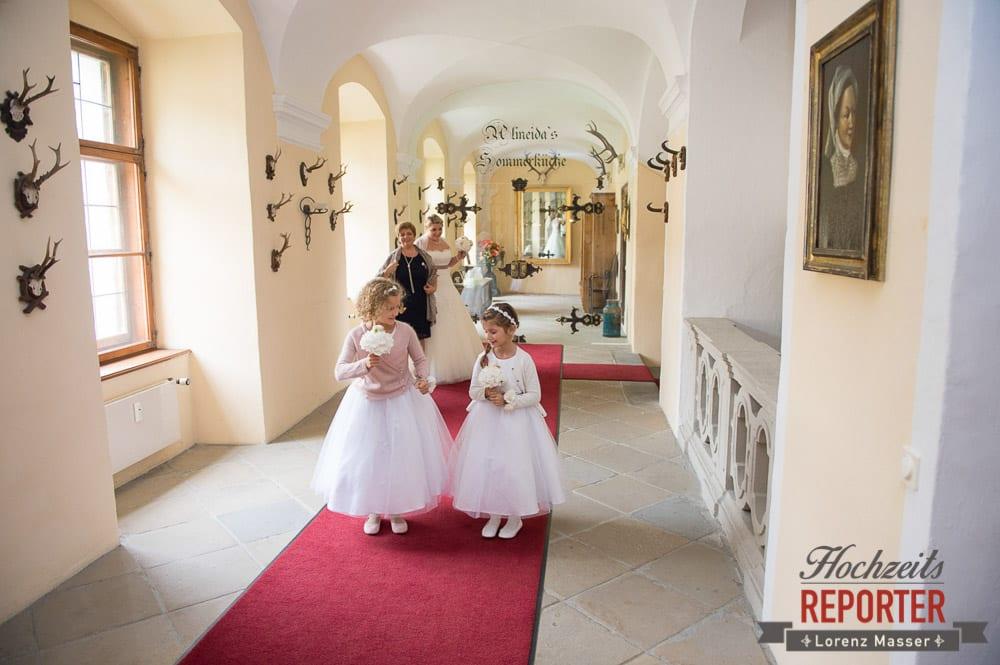 Blumenmädchen, Braut,  Mondsee, Schloss,  Wedding Photographer, Hochzeit,Hochzeitsfotograf, Land Salzburg, Lorenz Masser
