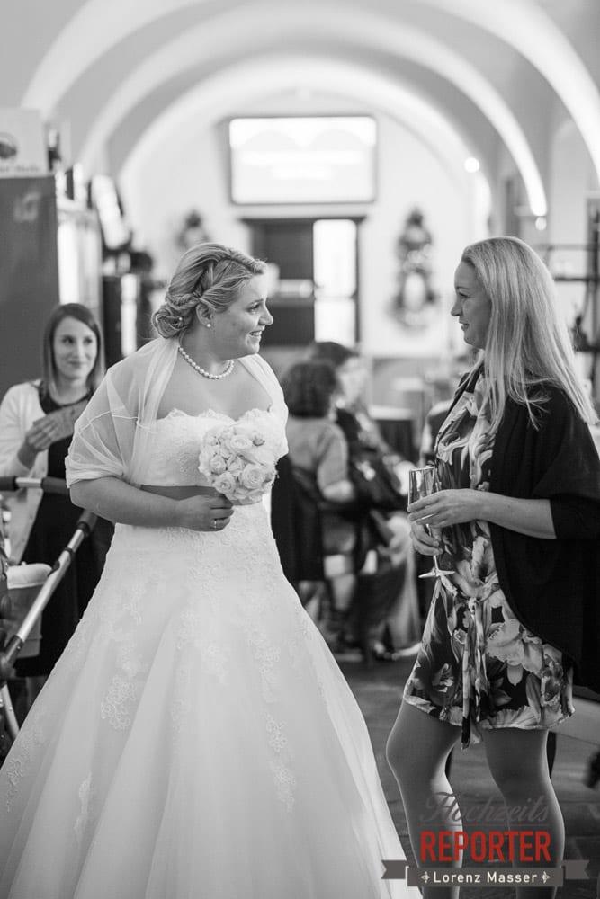 Braut mit Mutter,  Mondsee, Schloss,  Wedding Photographer, Hochzeit,Hochzeitsfotograf, Land Salzburg, Lorenz Masser