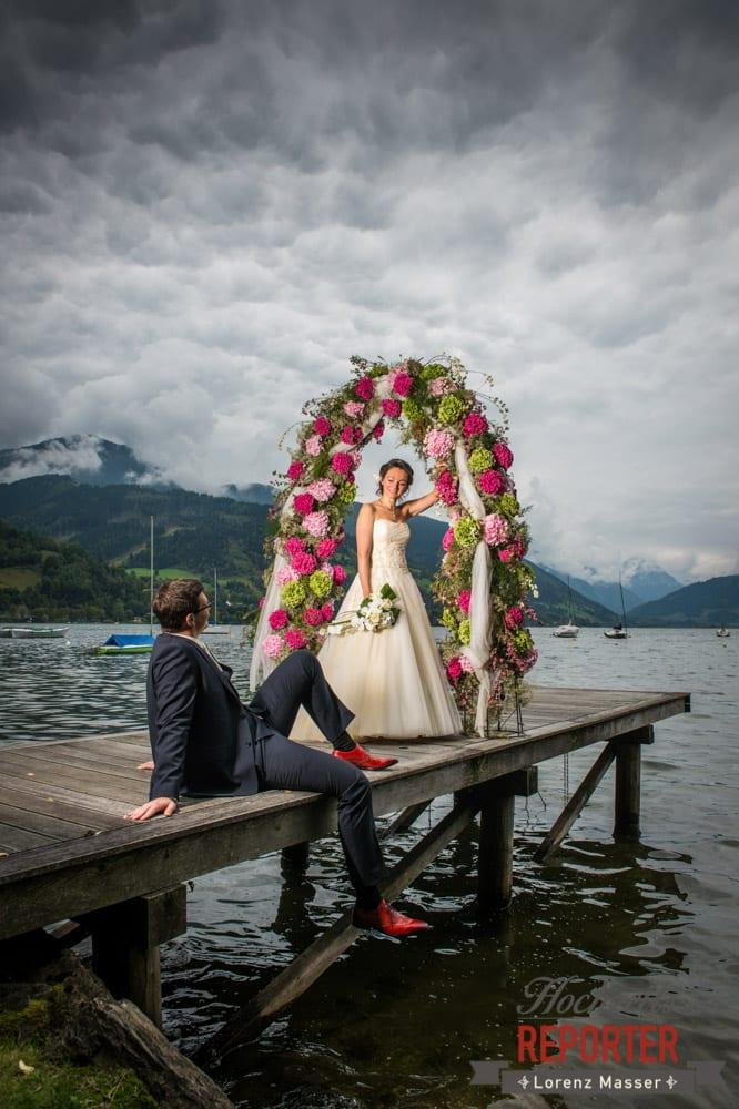 Bräutigam liegt am Boden und Schaut zu Braut hinauf, Seekarhaus, Obertauern, Wedding Photographer, Hochzeit,Hochzeitsfotograf, Land Salzburg, Lorenz Masser