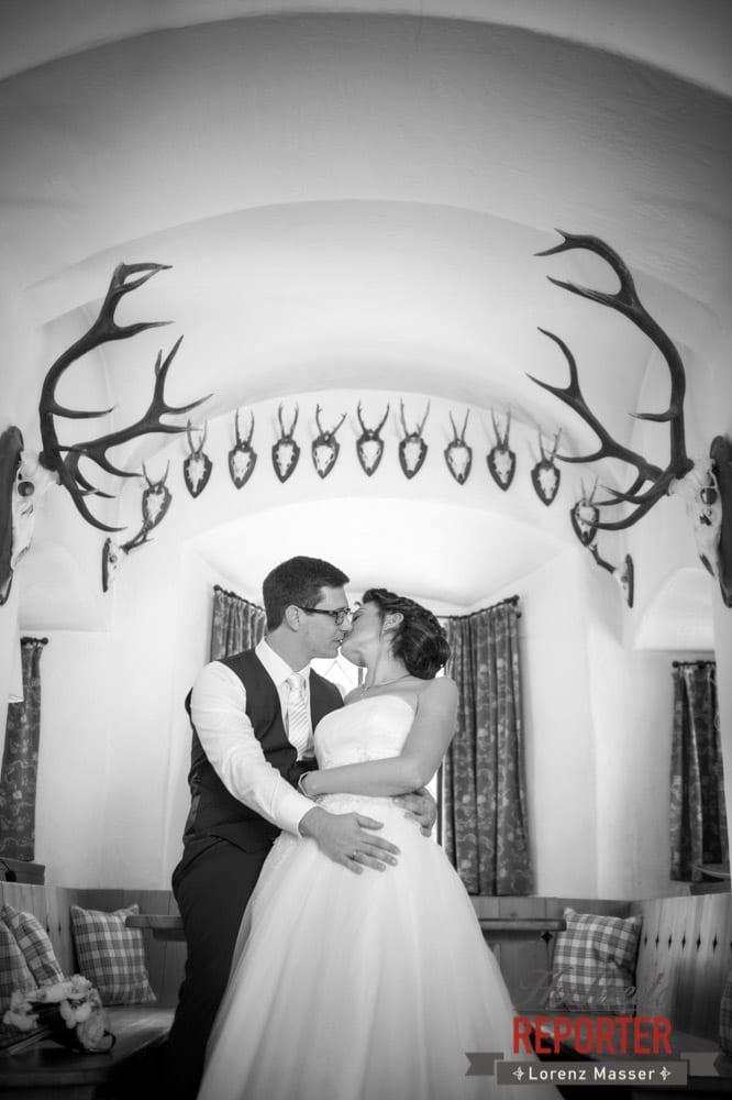 Brautpaar küsst sich, Schloss Prielau, Zell am See,  Wedding Photographer, Hochzeit,Hochzeitsfotograf, Land Salzburg, Lorenz Masser