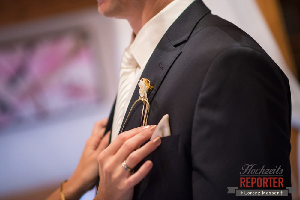 Anzug vom Bräutigam im Detail, Schloss Prielau, Zell am See,  Wedding Photographer, Hochzeit,Hochzeitsfotograf, Land Salzburg, Lorenz Masser