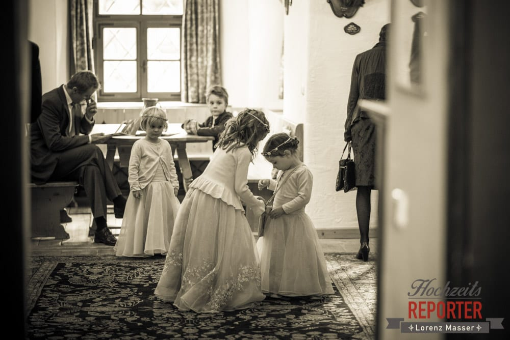Vorbereitung der Blumenmädchen, Schloss Prielau, Zell am See,  Wedding Photographer, Hochzeit,Hochzeitsfotograf, Land Salzburg, Lorenz Masser