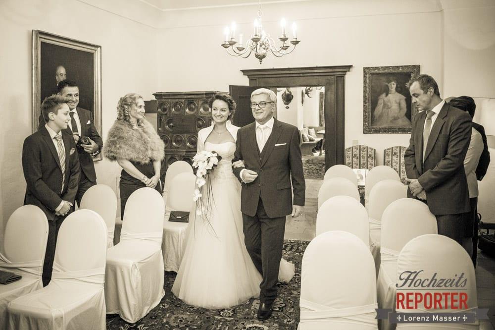 Braut kommt herein, Schloss Prielau, Zell am See,  Wedding Photographer, Hochzeit,Hochzeitsfotograf, Land Salzburg, Lorenz Masser
