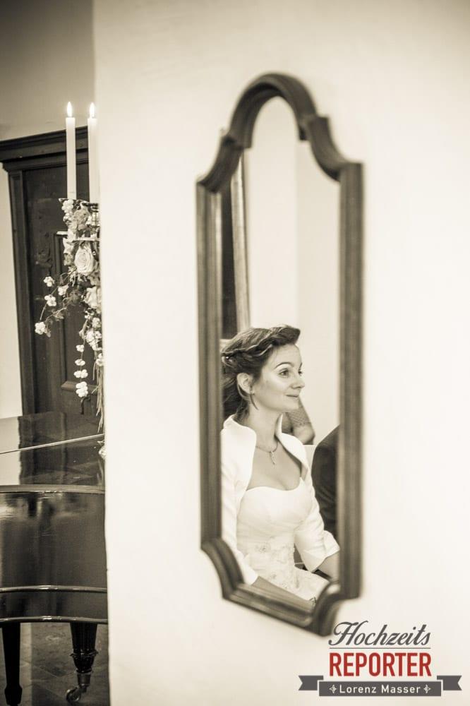 Braut im Spiegel, Schloss Prielau, Zell am See,  Wedding Photographer, Hochzeit,Hochzeitsfotograf, Land Salzburg, Lorenz Masser