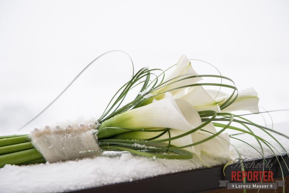 Weißer Brautstrauß im Schnee, Seekarhaus, Obertauern, Wedding Photographer, Hochzeit,Hochzeitsfotograf, Land Salzburg, Lorenz Masser