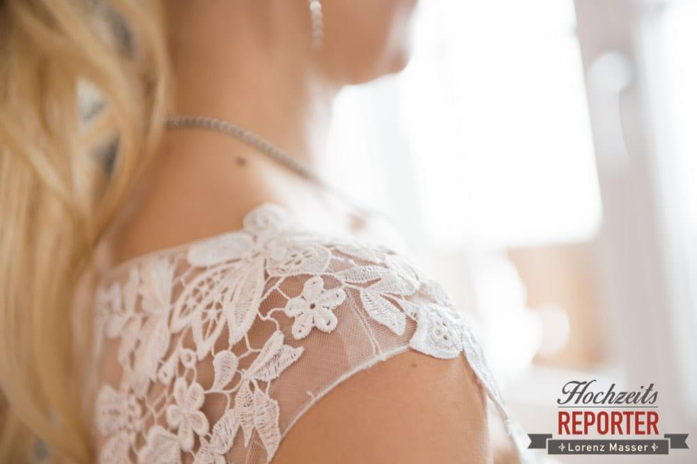 Brautkleid mit Spitze, Schulter, Seekarhaus, Obertauern, Wedding Photographer, Hochzeit,Hochzeitsfotograf, Land Salzburg, Lorenz Masser