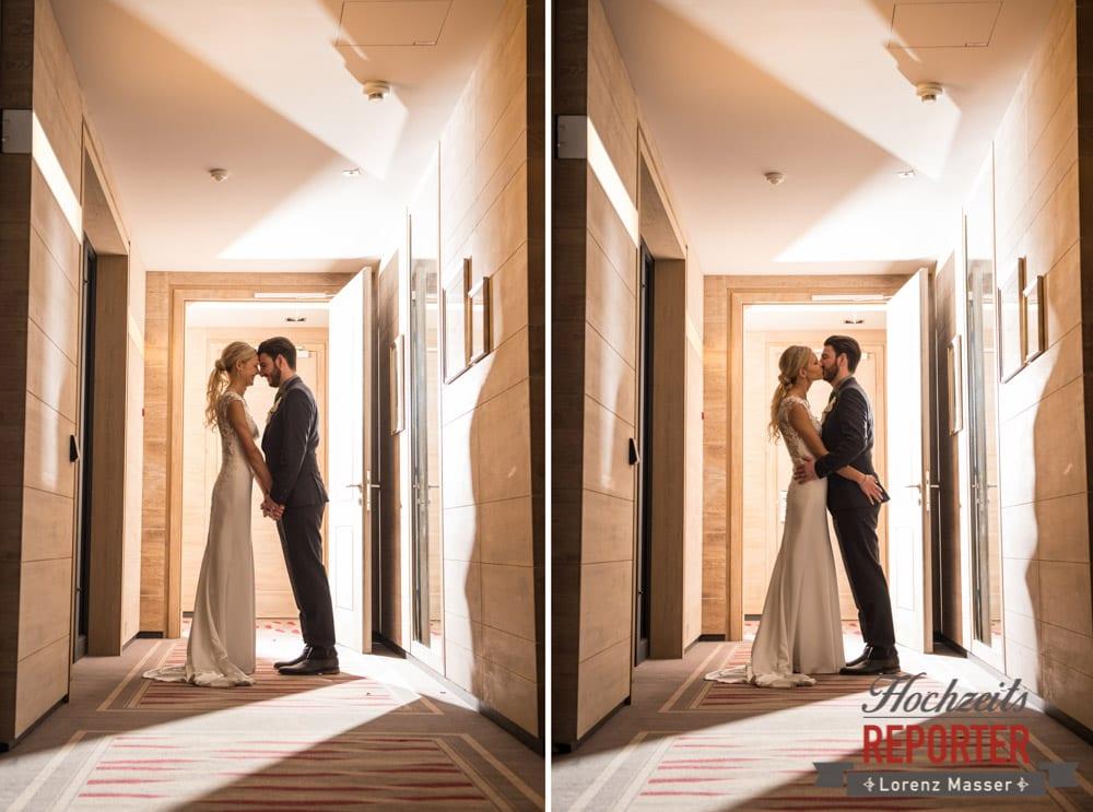 Brautpaar küsst sich und turtelt herum, Seekarhaus, Obertauern, Wedding Photographer, Hochzeit,Hochzeitsfotograf, Land Salzburg, Lorenz Masser