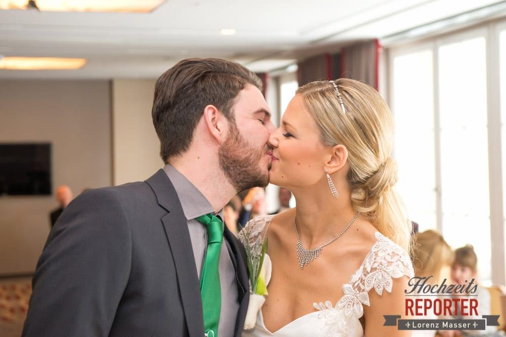 Kuss des Brautpaares, Seekarhaus, Obertauern, Wedding Photographer, Hochzeit,Hochzeitsfotograf, Land Salzburg, Lorenz Masser