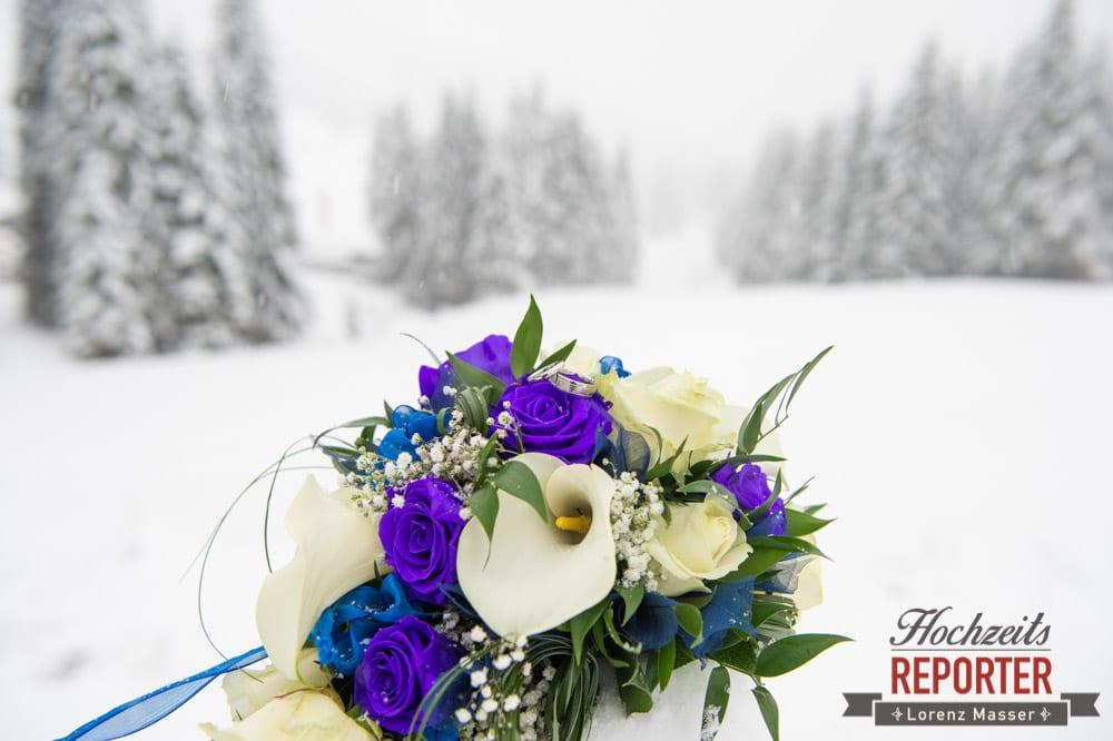 Brautstrauß im Winter, Unterhofalm, Filzmoos, Winter Wedding, Hochzeit im Winter, Hochzeitsfotgraf, Lorenz Masser