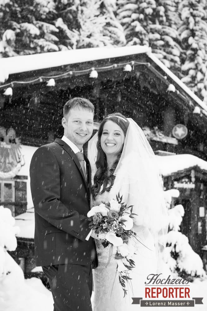 Brautpaar, Portrait, Unterhofalm, Filzmoos, Winter Wedding, Hochzeit im Winter, Hochzeitsfotgraf, Lorenz Masser