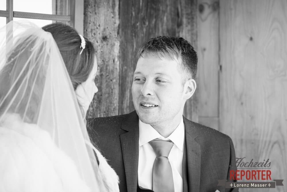 Brautpaar Schwarz-Weiß, Unterhofalm, Filzmoos, Winter Wedding, Hochzeit im Winter, Hochzeitsfotgraf, Lorenz Masser