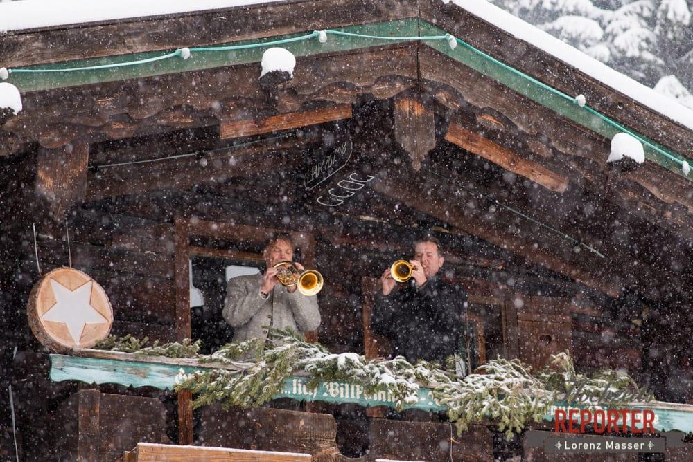 Trompeter im Schnee, Unterhofalm, Filzmoos, Winter Wedding, Hochzeit im Winter, Hochzeitsfotgraf, Lorenz Masser