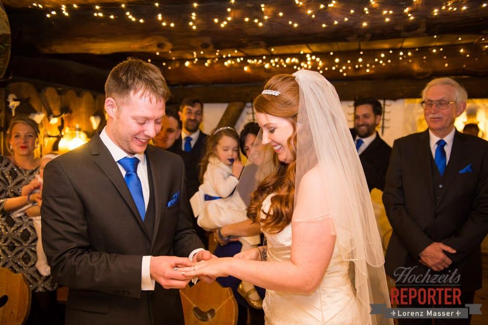 Ringtausch, Ringwechsel, Unterhofalm, Filzmoos, Winter Wedding, Hochzeit im Winter, Hochzeitsfotgraf, Lorenz Masser