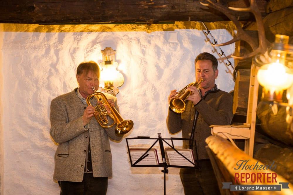 Trompeter, Trauung, Musik, Unterhofalm, Filzmoos, Winter Wedding, Hochzeit im Winter, Hochzeitsfotgraf, Lorenz Masser