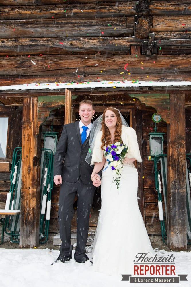 Konfetti, Brautpaar, Unterhofalm, Filzmoos, Winter Wedding, Hochzeit im Winter, Hochzeitsfotgraf, Lorenz Masser