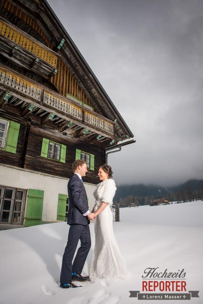 Brautpaar schaut sich in die Augen und Lacht, Pichl, Ramsau, Hochzeitsfotograf, Wedding photographer, Land Salzburg, Lorenz Masser