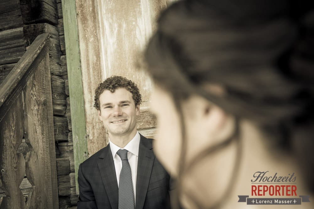 Braut schaut Bräutigam an, Pichl, Ramsau, Hochzeitsfotograf, Wedding photographer, Land Salzburg, Lorenz Masser