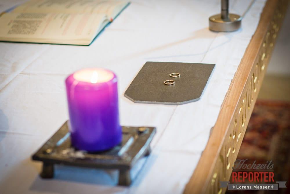 Ringe bei Trauung auf Tisch, Pichl, Ramsau, Hochzeitsfotograf, Wedding photographer, Land Salzburg, Lorenz Masser