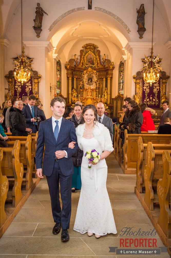 Gang aus der Kirche, Pichl, Ramsau, Hochzeitsfotograf, Wedding photographer, Land Salzburg, Lorenz Masser