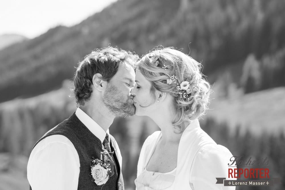 Portrait, Brautpaar, Kuss, Unterhofalm, Filzmoos, Wedding, Hochzeit, Hochzeitsfotograf, Lorenz Masser, Land Salzburg