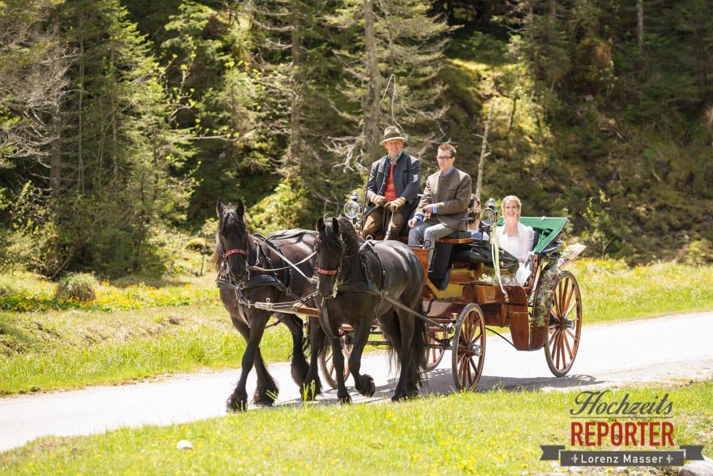 Ankunft mit Kutsche, Unterhofalm, Pferdekutsche, Filzmoos, Wedding, Hochzeit, Hochzeitsfotograf, Lorenz Masser, Land Salzburg