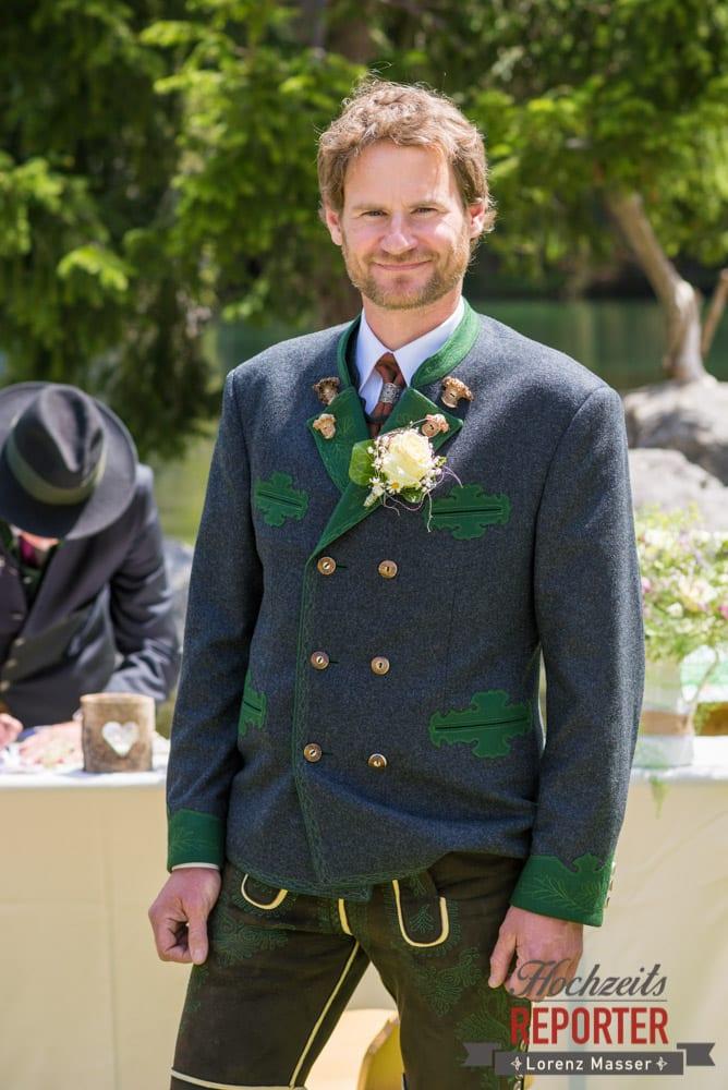Bräutigam wartet auf Braut, Unterhofalm, Filzmoos, Wedding, Hochzeit, Hochzeitsfotograf, Lorenz Masser, Land Salzburg