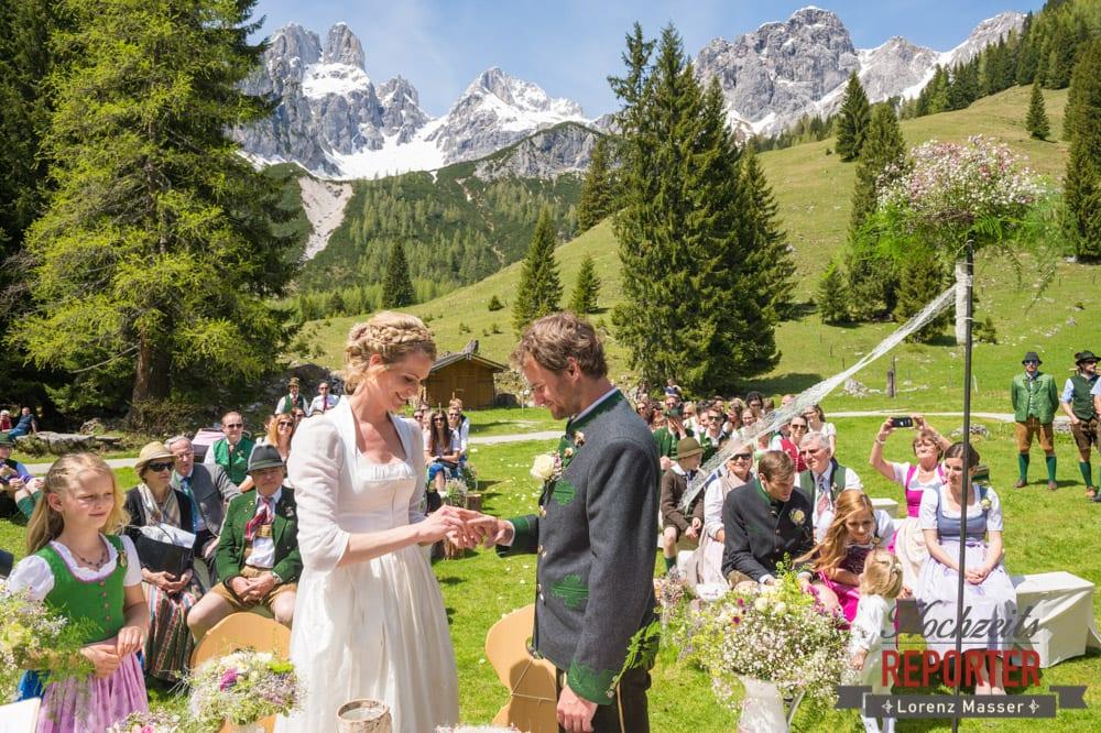 Ringtausch bei der Bischofsmütze, Unterhofalm, Filzmoos, Wedding, Hochzeit, Hochzeitsfotograf, Lorenz Masser, Land Salzburg