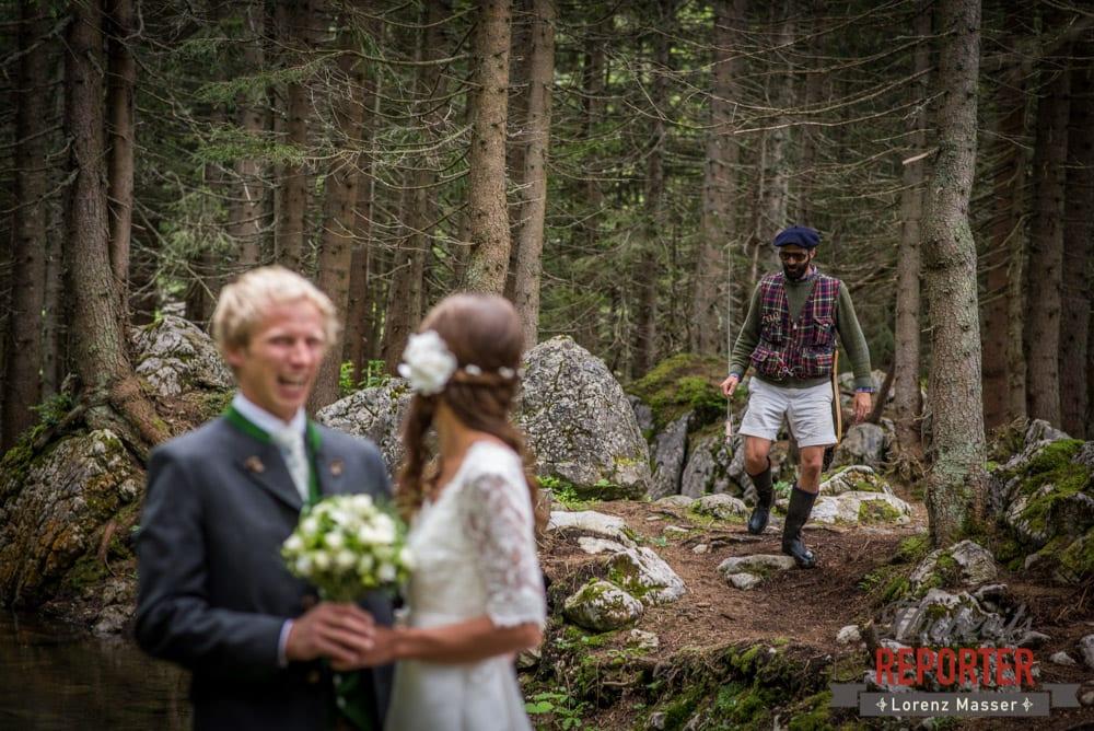 Photobomb von Hipster bei Wedding Shooting, Filzmoos, Wedding, Hochzeitsfotograf, Land Salzburg, Unterhofalm, Lorenz Masser