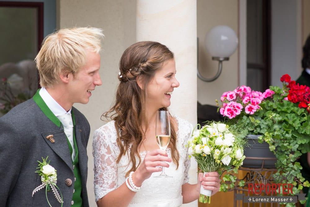 Brautpaar, Sekt, Hochzeit, Filzmoos, Wedding, Hochzeitsfotograf, Land Salzburg, Unterhofalm, Lorenz Masser