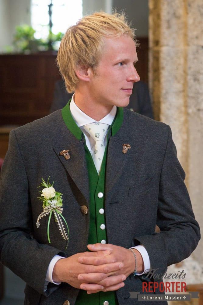 Bräutigam wartet auf Braut, Hochzeit, Filzmoos, Wedding, Hochzeitsfotograf, Land Salzburg, Unterhofalm, Lorenz Masser