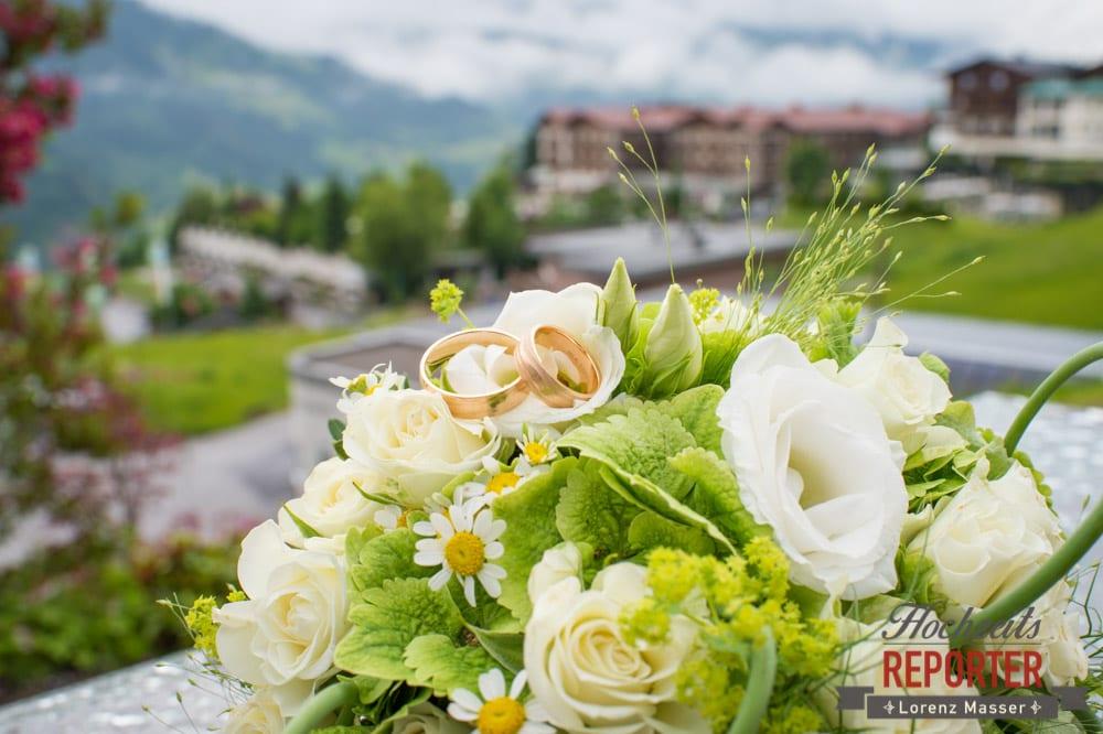 Brautstrauß Detail mit Ringen, Hochzeit, Filzmoos, Wedding, Hochzeitsfotograf, Land Salzburg, Unterhofalm, Lorenz Masser