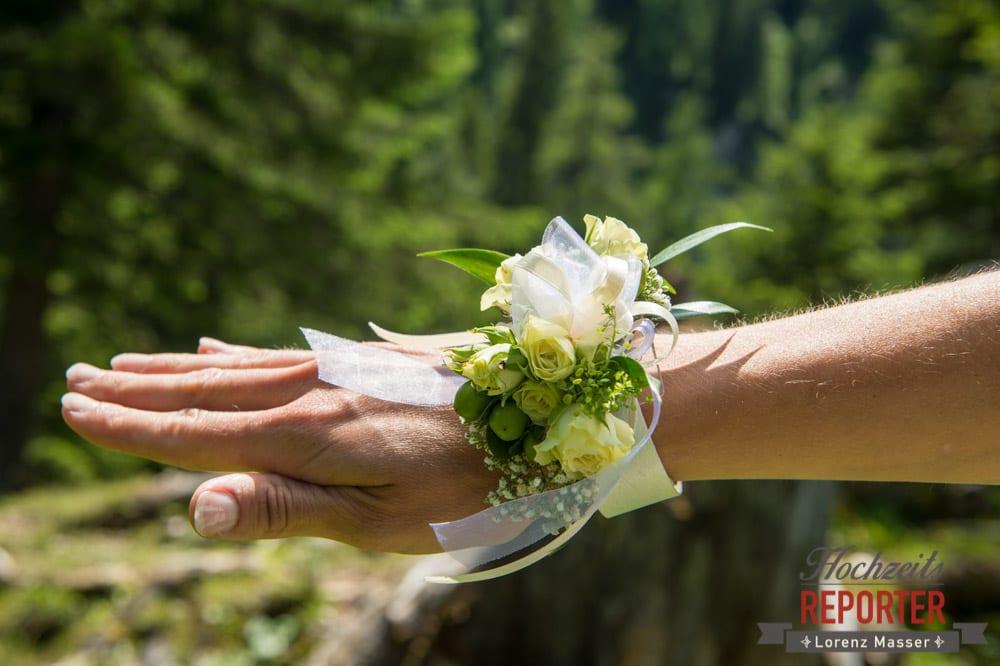 Armschmuck zur Hochzeit, Gnadenalm, Obertauern, Johanneswasserfall, Hochzeitsfotograf, Land Salzburg, Lorenz Masser