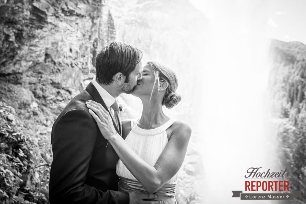 Kuss bei Wasserfall, Gnadenalm, Obertauern, Johanneswasserfall, Hochzeitsfotograf, Land Salzburg, Lorenz Masser