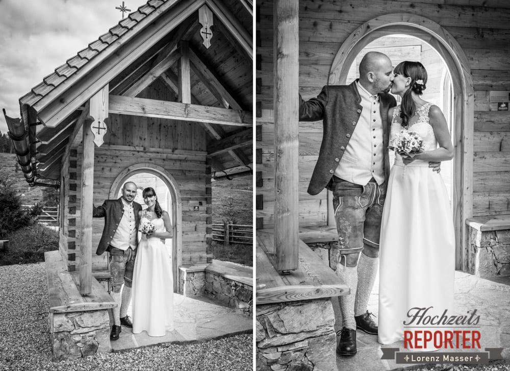 Brautpaar bei Kapelle, Hochzeit, Radstadt, Wagrein, Hochzeitsfotograf, Land Salzburg, Lorenz Masser