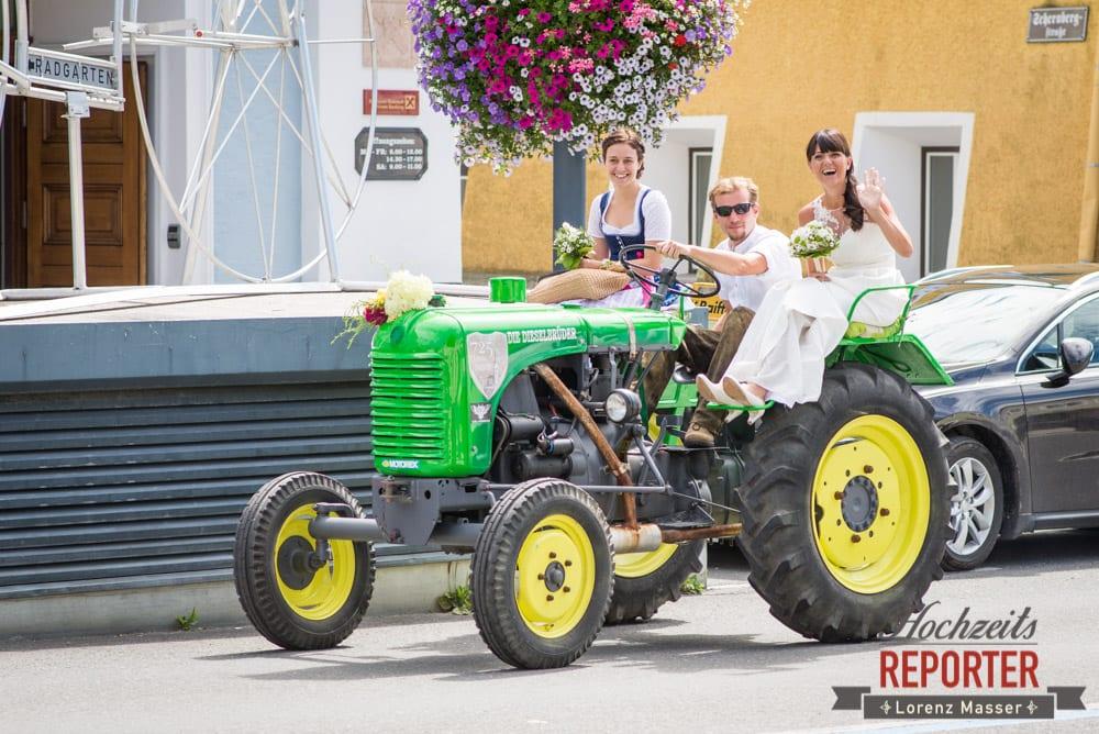 Braut auf Traktor, Hochzeit, Radstadt, Wagrein, Hochzeitsfotograf, Land Salzburg, Lorenz Masser