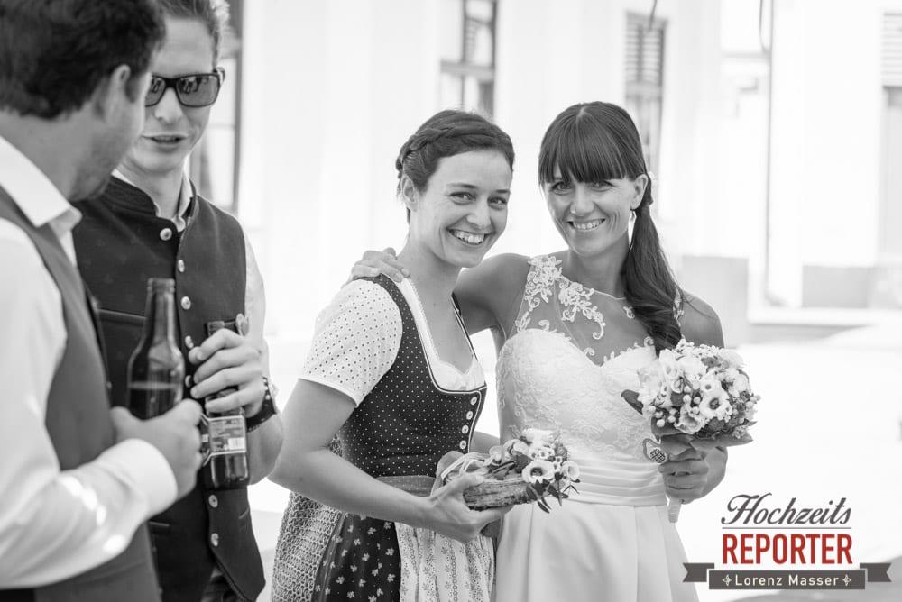 Braut mit Trauzeugin, Hochzeit, Radstadt, Hochzeitsfotograf, Land Salzburg, Lorenz Masser