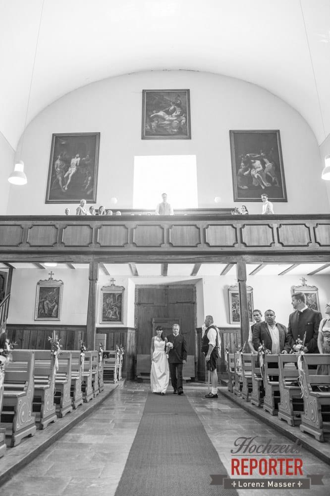 Gang in die Kirche mit Vater, Hochzeit, Radstadt, Hochzeitsfotograf, Land Salzburg, Lorenz Masser